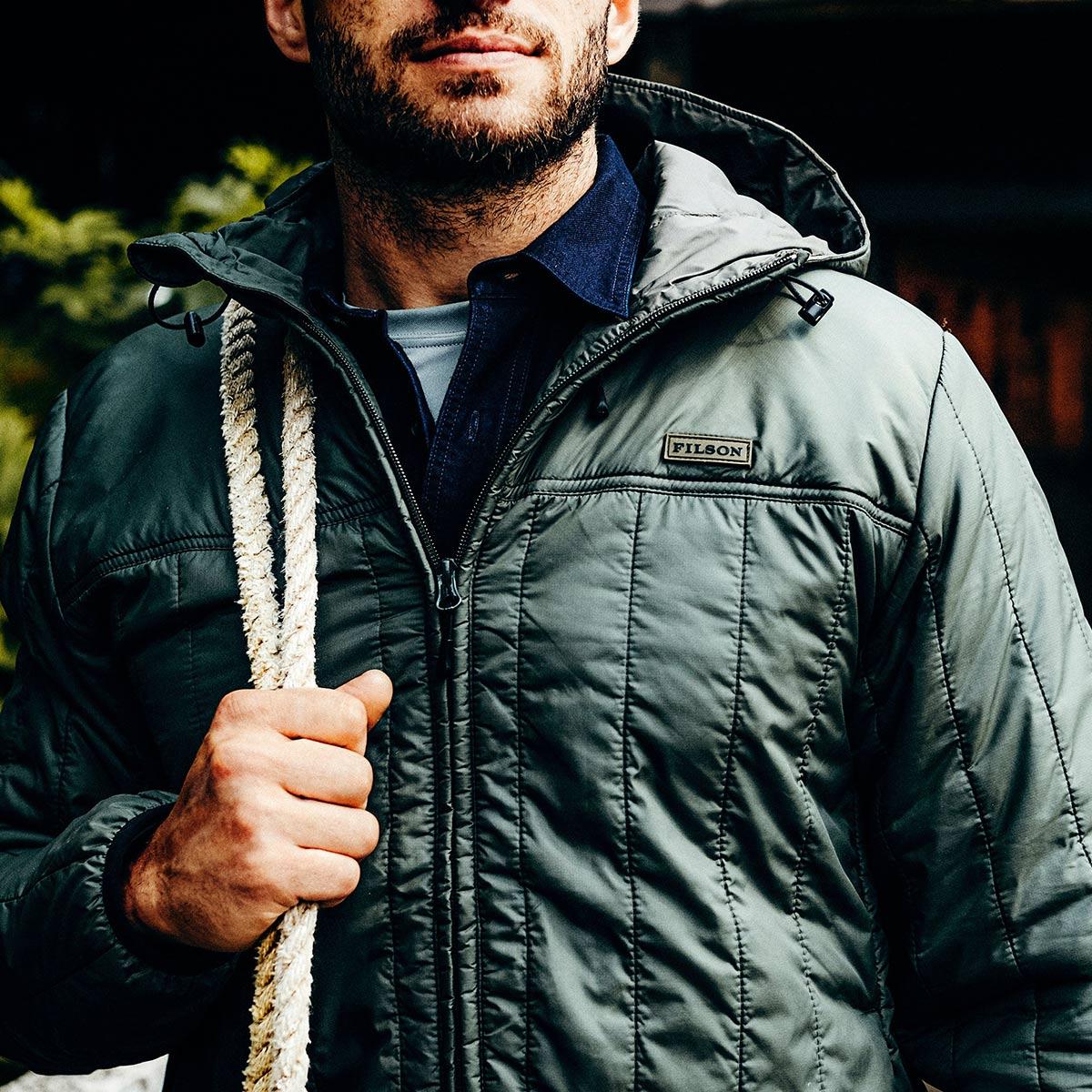 Filson Ultra Light Hooded Jacket Olive Gray, perfekt als äußere Schicht oder unter einer Jacke für Wärme bei extremer Kälte