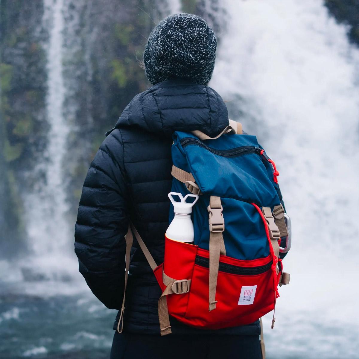 Topo Designs Rover Pack Navy-Red, der ideale Rucksack für den täglichen Gebrauch