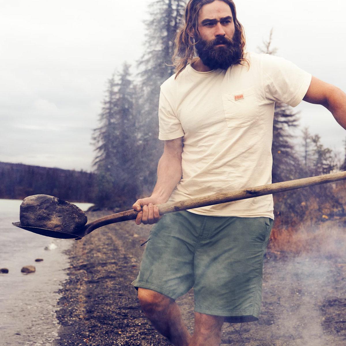 Filson Elwha River Short, eine schnell trocknende, federleichte, zum Schwimmen und Wandern ausgeführte Shorts mit klassischem Look.