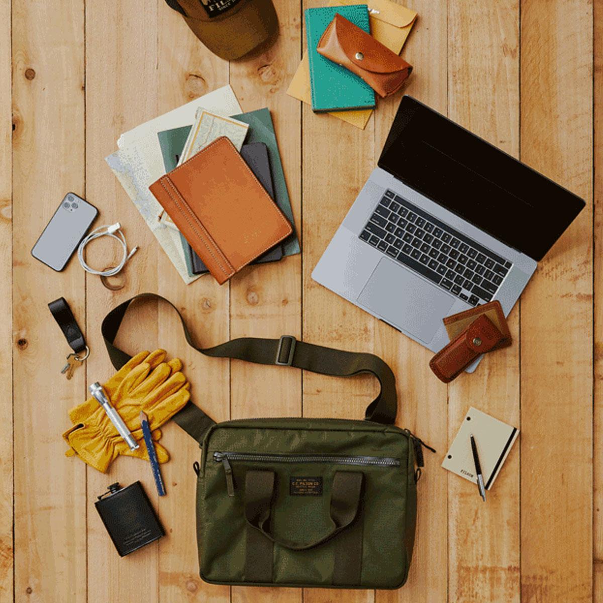 Filson Ripstop Nylon Compact Briefcase 20203678-Surplus Green, kompakt und stromlinienförmig für das Wesentliche im Business