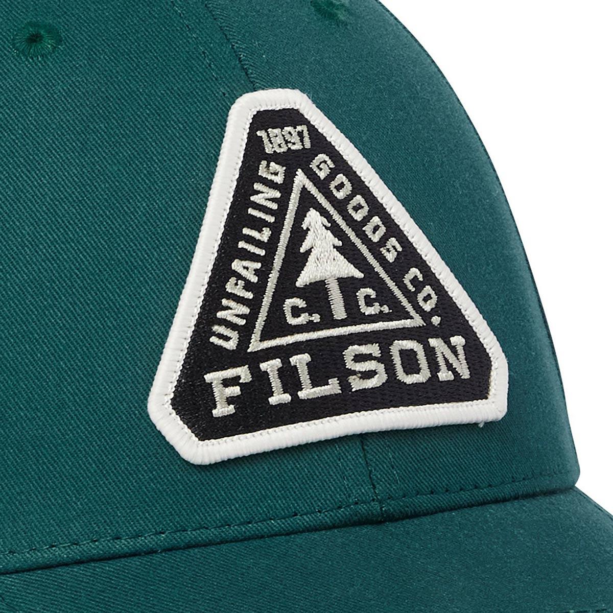 Filson Logger Cap Mallard Green, klassische 6-Panel Kappe, die vor Witterungseinflüssen schützt.
