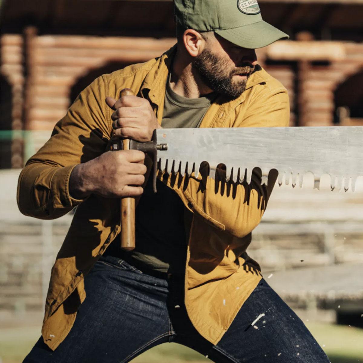 Filson Logger Cap Army Green/Kenai, klassische 6-Panel Kappe, die vor Witterungseinflüssen schützt.