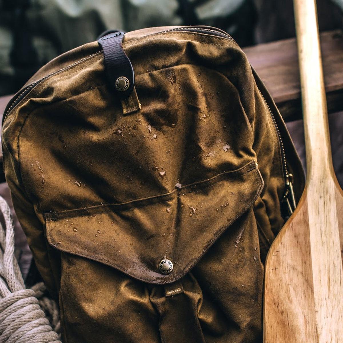 Filson Journeyman Backpack 11070307 Tan, wasserdichter Rucksack, der jahrzehntelang und in jedem Klima einsetzbar ist