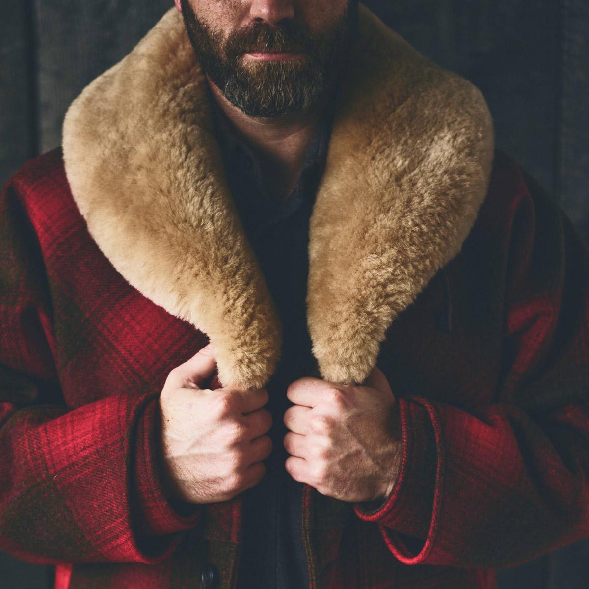 Filson Lined Wool Packer Coat Red/Green/Dark Brown, für Komfort, natürliche wasserabweisende Eigenschaften und isolierende Wärme bei jedem Wetter