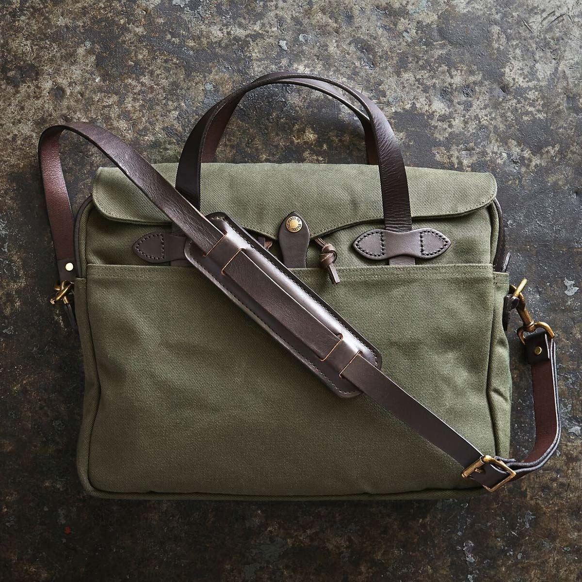 Filson Original Briefcase 11070256 Otter Green extraordinary bag for an ordinary day