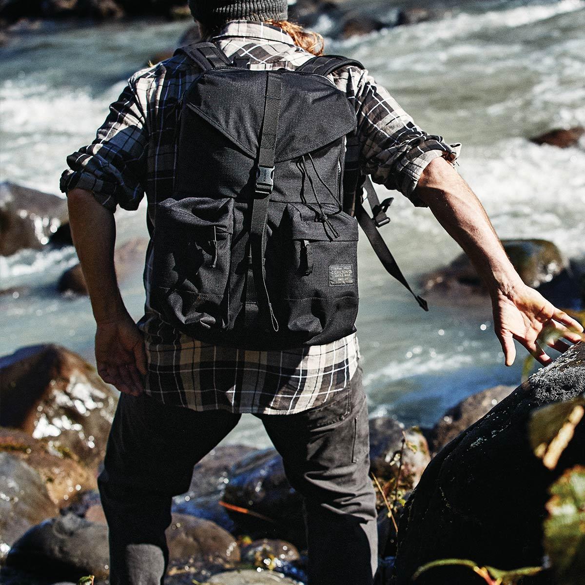 Filson Ripstop Backpack 20115929 Black, Leicht und robust, entwickelt für Komfort auf langen Wanderungen