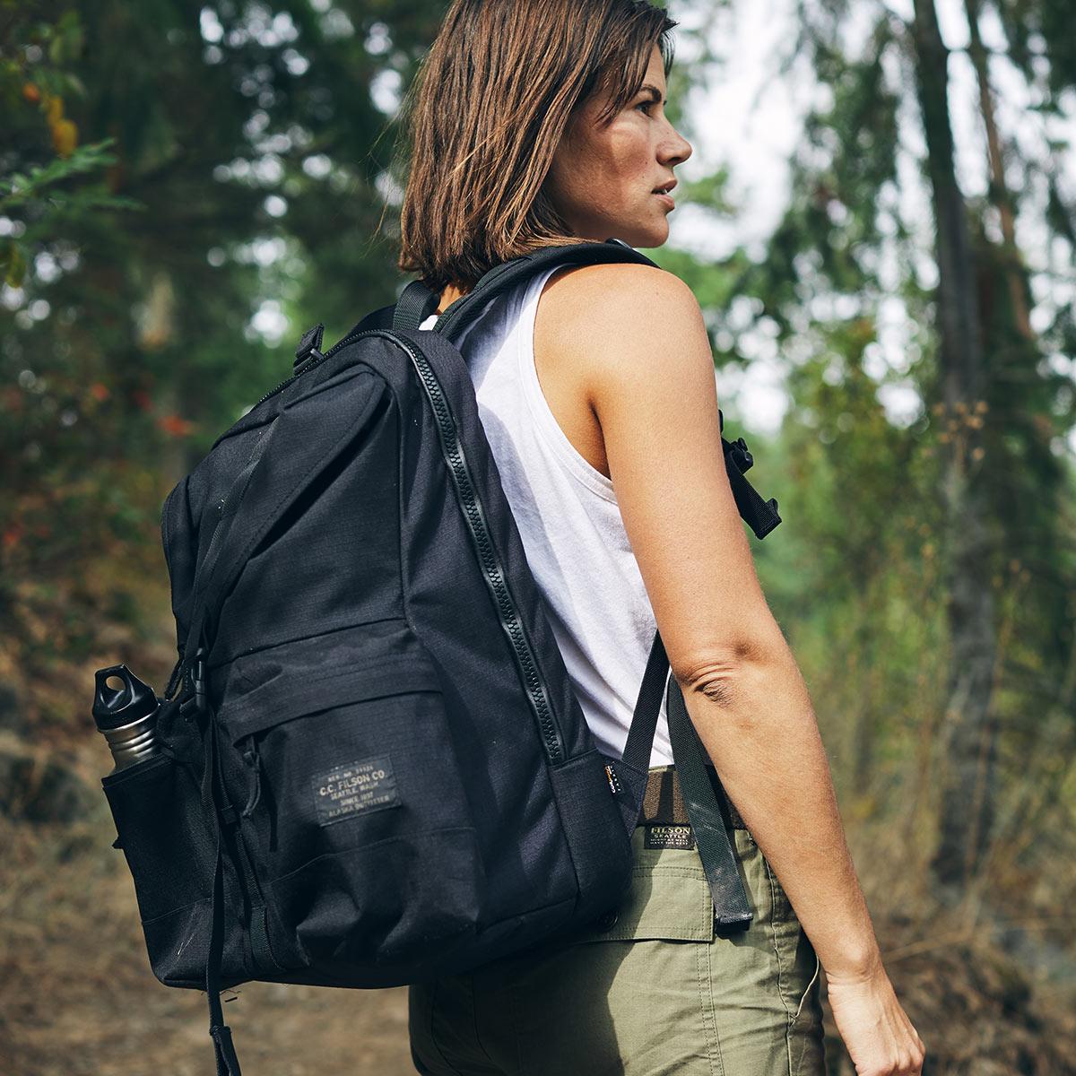 Filson Ripstop Backpack Black, aus extrem robustem, leichtem 500 Denier Cordura® hergestellt