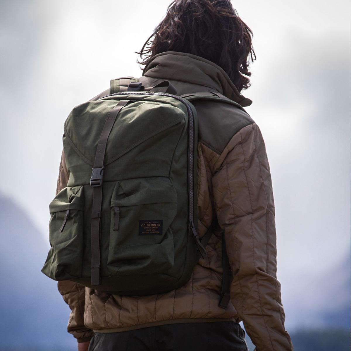 Filson Ripstop Backpack 20115929 Surplus Green, Leicht und robust, entwickelt für Komfort auf langen Wanderungen