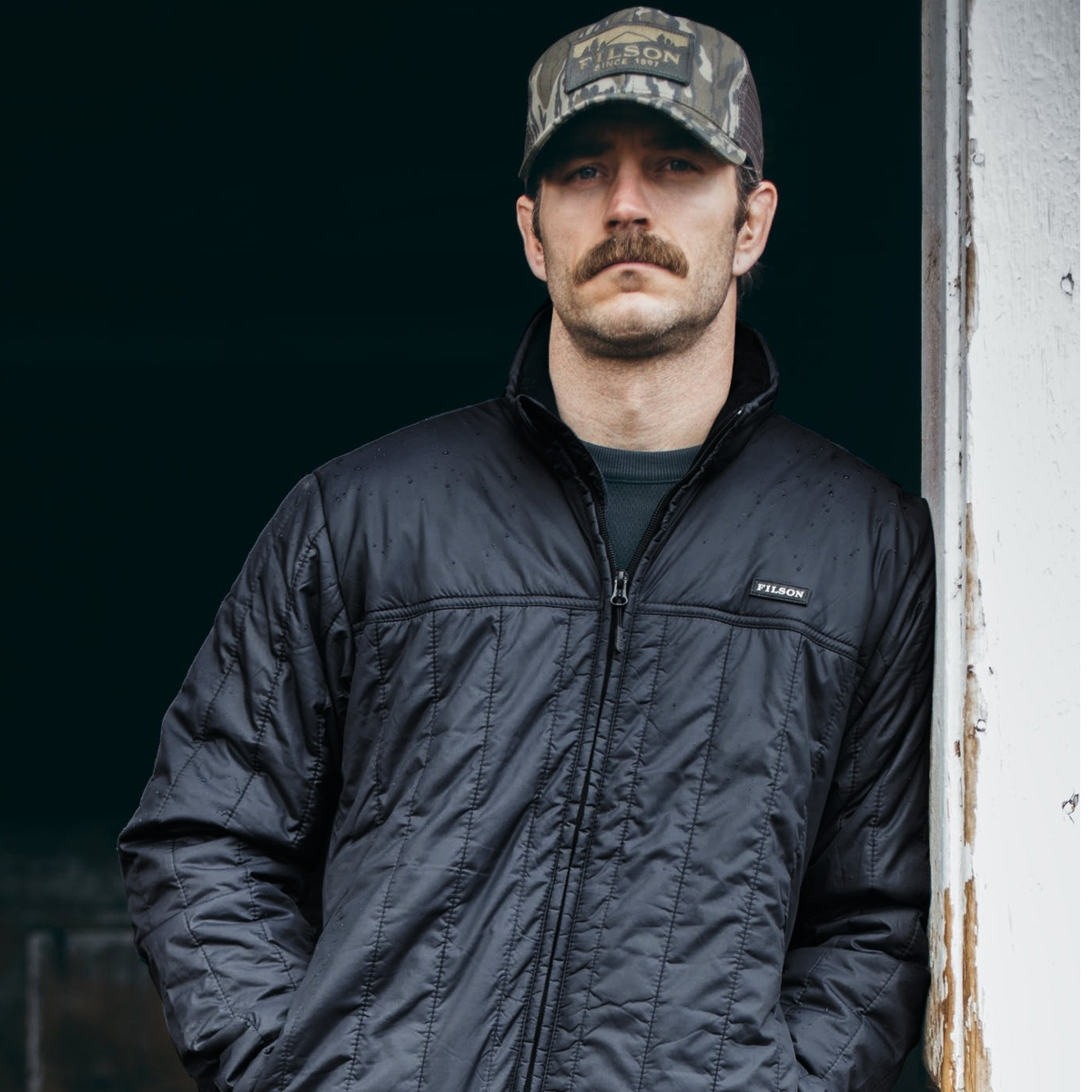 Filson Ultra Light Jacket Black, perfect as an outer layer or underneath a heavy jacket for warmth in extreme cold