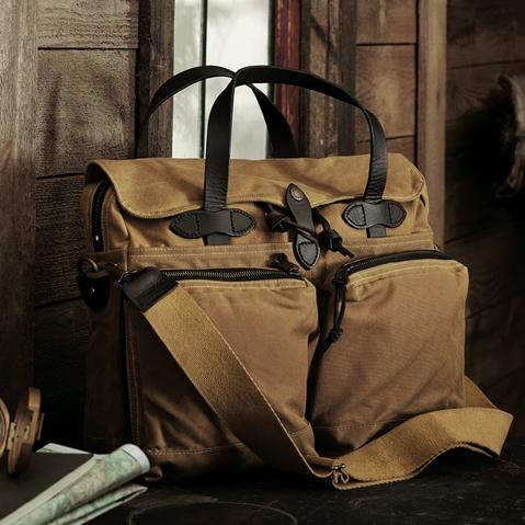 Filson 24-Hour Tin Briefcase Tan, diese tolle Tasche ist der perfekte Geschäftspartner auf Reisen