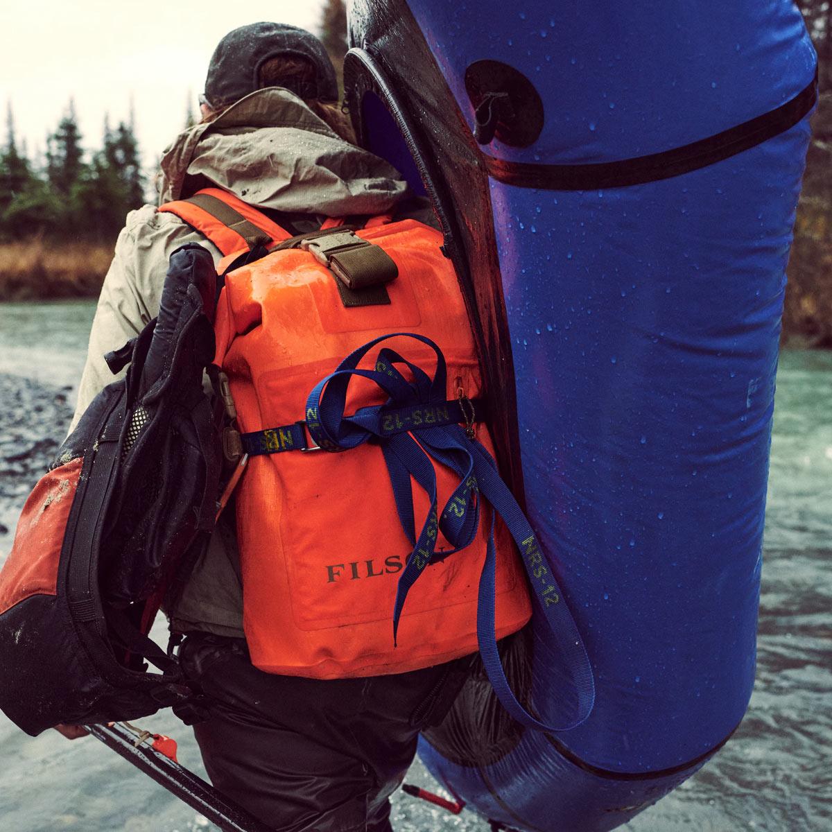 Filson Dry Backpack Flame, für abenteuerlustige Frauen und Männer