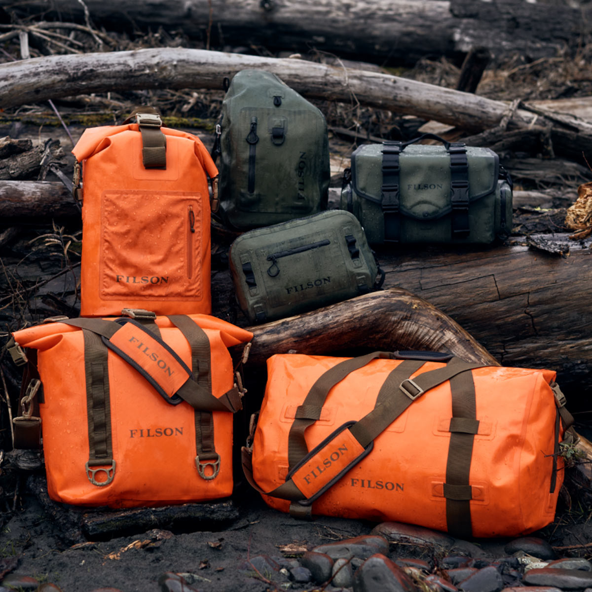 Filson Dry Duffle Bag Medium Flame, hält Ihre Ausrüstung bei jedem Wetter trocken