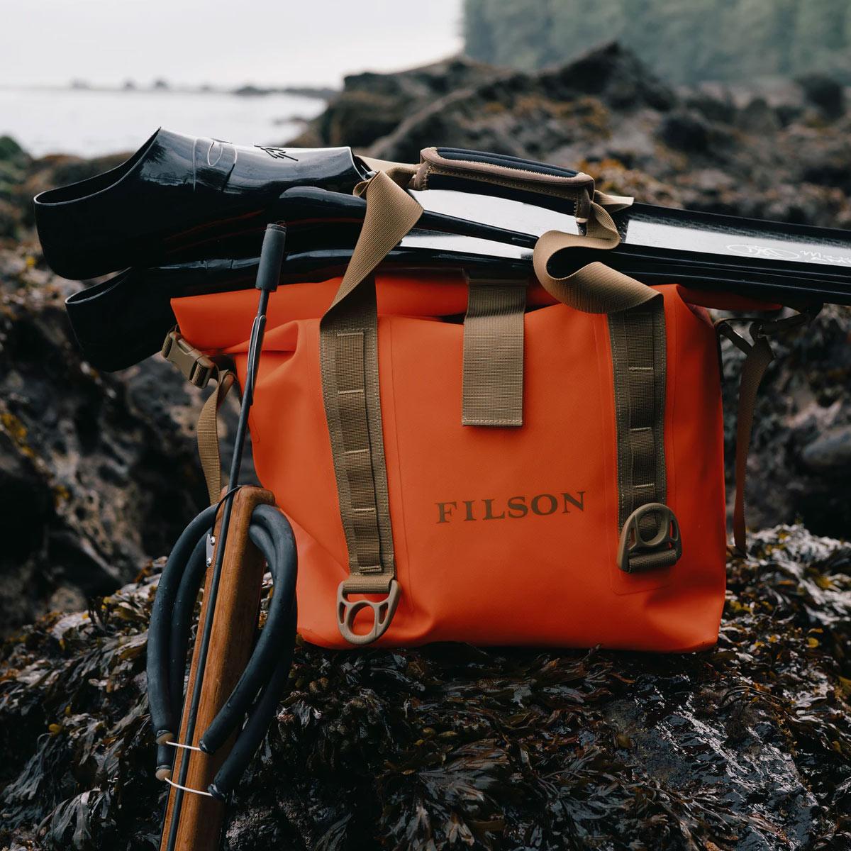 Filson Dry Roll-Top Tote Bag Flame, für den Einsatz bei allen Wetterbedingungen