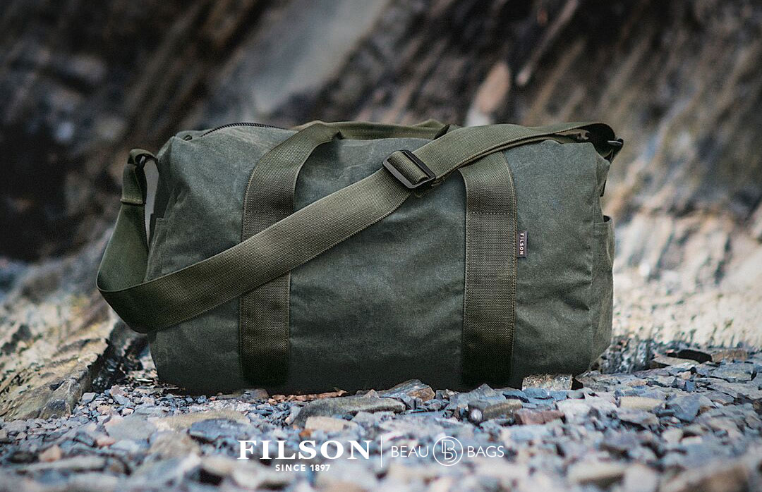 Filson Field Duffle Small Spruce, heavy-duty duffle in water-repellent, wear-resistant 15-oz oil finish Tin Cloth fabric