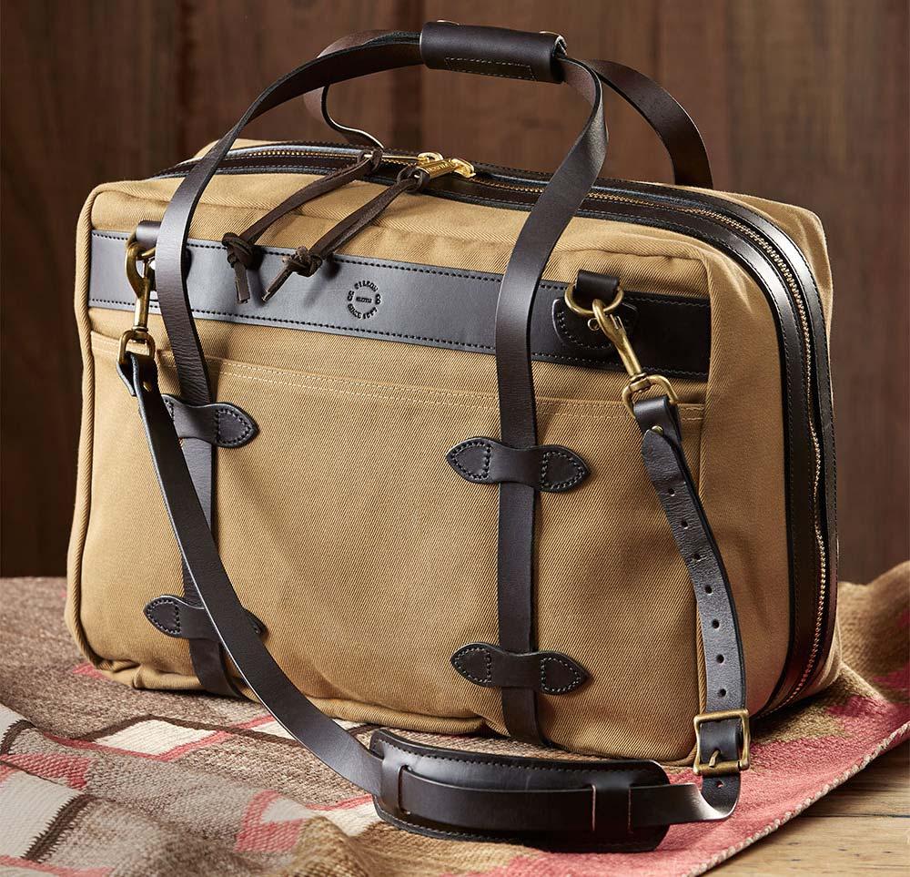 Filson Pullman Small Tan, eine robuste, wasserfeste Reisetasche für lange Wochenenden