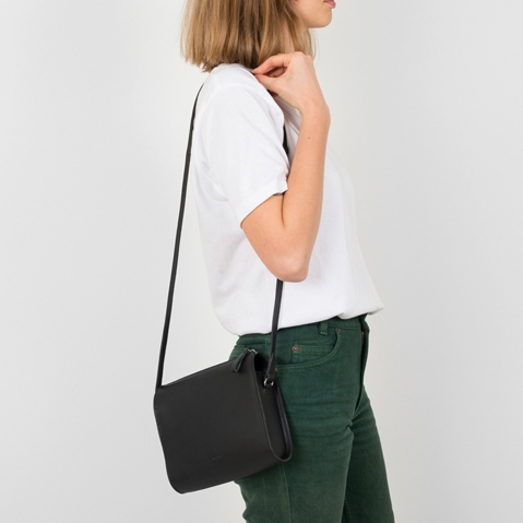 Sandqvist Frances Shoulder Bag Black, Umhängetasche mit schönen minimalistischen schwedischen Look