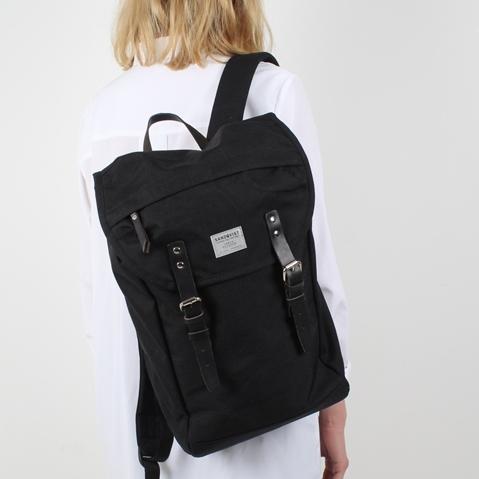 Sandqvist Hans Backpack Black, klassischer 15 Zoll Rucksack mit modernen Funktionalitäten