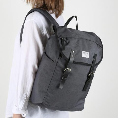 Sandqvist Hans Backpack Dark Grey, klassischer 15 Zoll Rucksack mit modernen Funktionalitäten