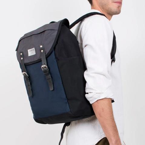 Sandqvist Hans Backpack Multicolor, klassischer 15 Zoll Rucksack mit modernen Funktionalitäten