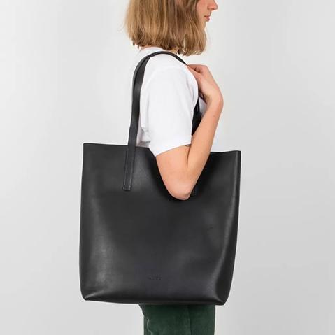 Sandqvist Helga Tote Bag Black, Tote bag mit einem schönen minimalistischen schwedischen Look
