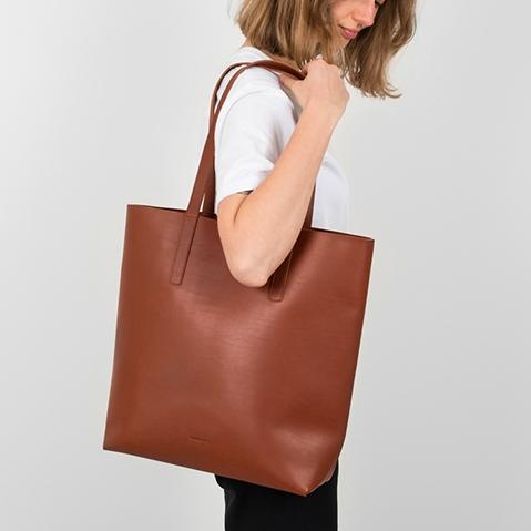 Sandqvist Helga Tote Bag Cognac Brown, Tote bag mit einem schönen minimalistischen schwedischen Look