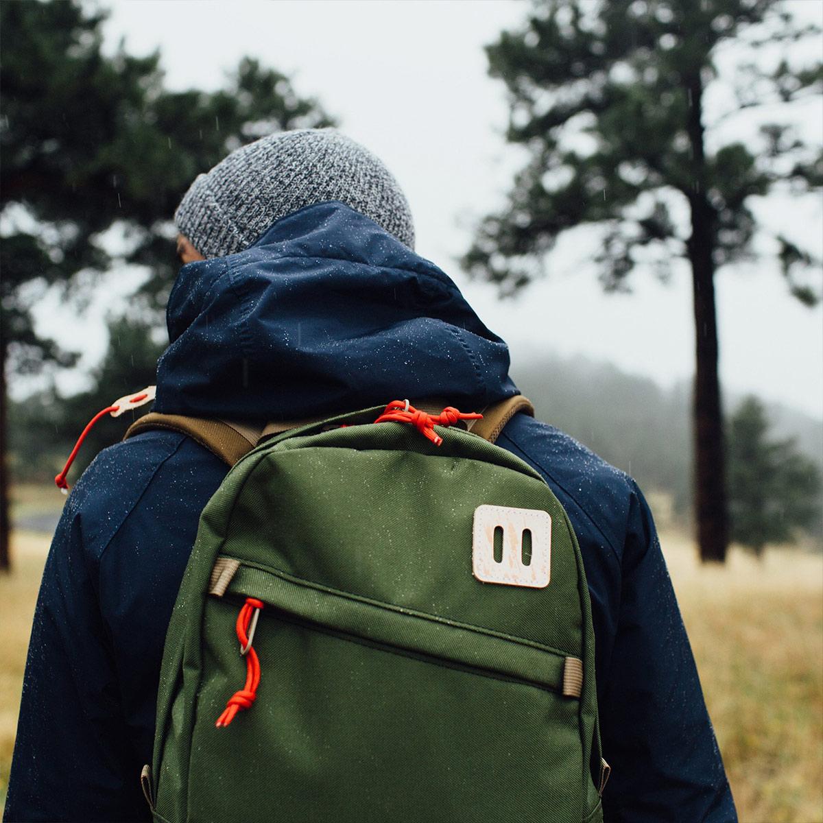 Topo Designs Daypack backpack Olive, starker Rucksack in 1000D Cordura mit 15 Zoll Laptopfach