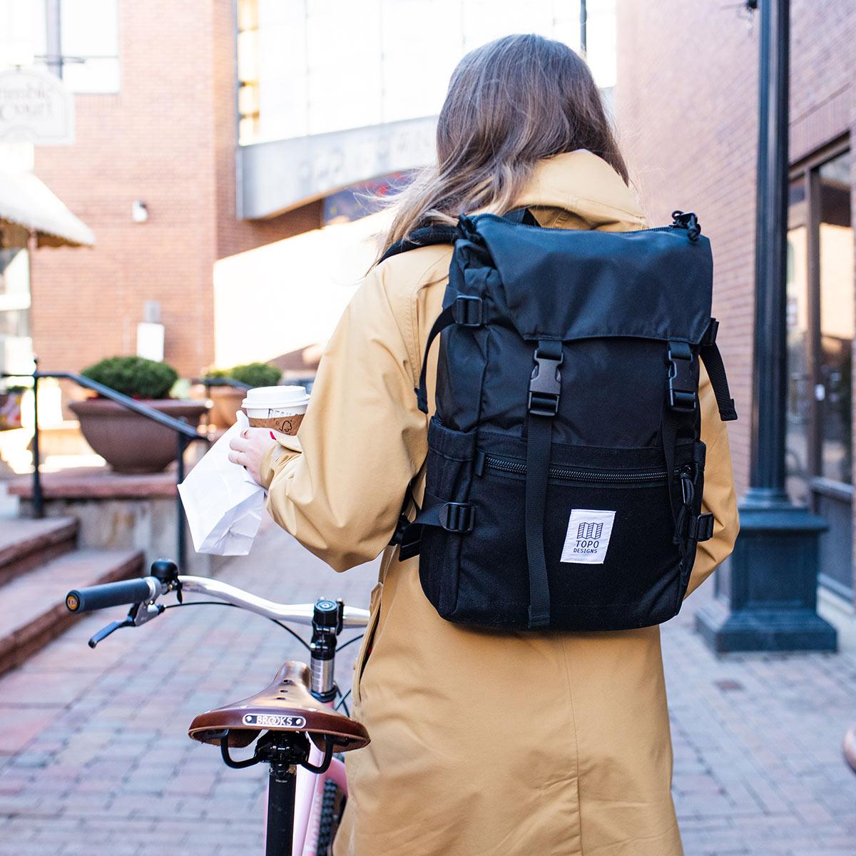 Topo Designs Rover Pack Classic Black, der ideale Rucksack für den täglichen Gebrauch