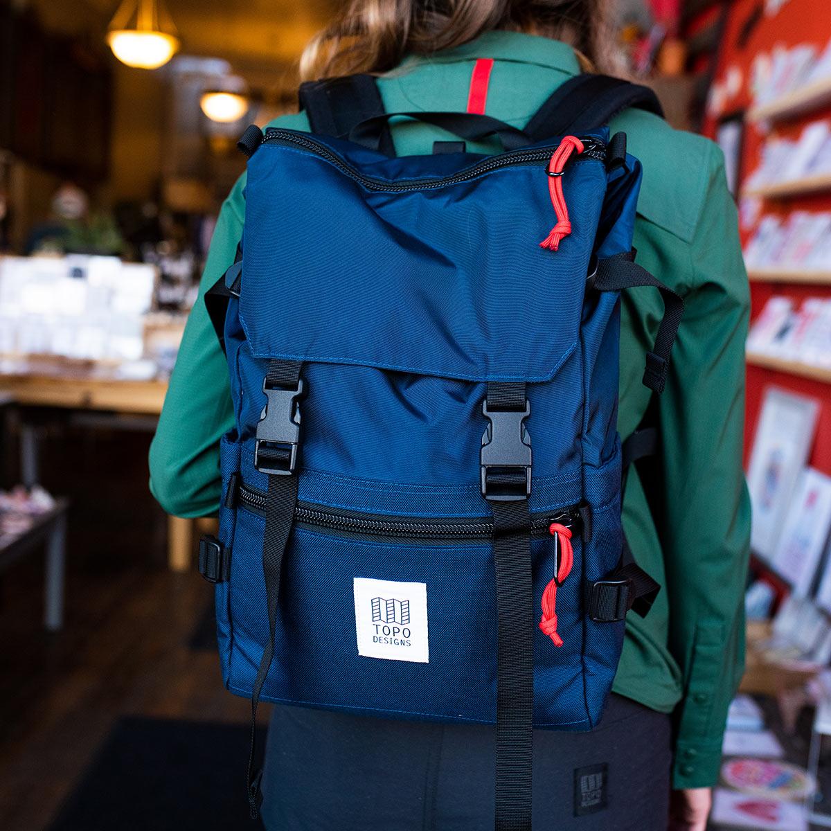 Topo Designs Rover Pack Classic Navy, der ideale Rucksack für den täglichen Gebrauch