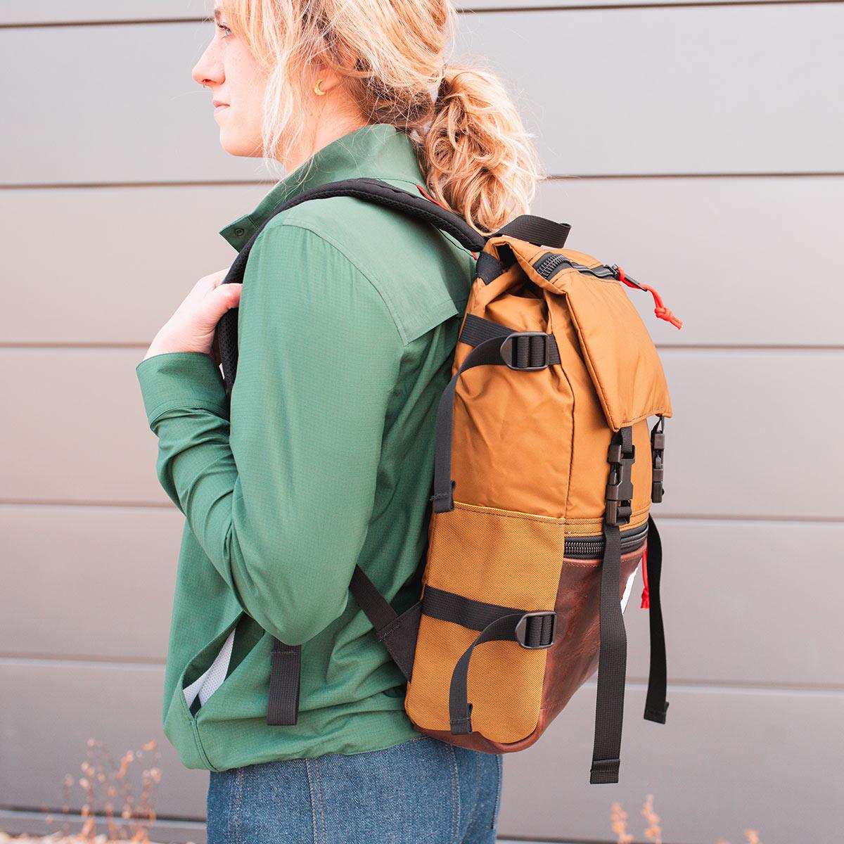 Topo Designs Rover Pack Heritage Duck Brown/Dark Brown Leather, Robuster, hochwertiger und wasserfester Rucksack für den täglichen Gebrauch