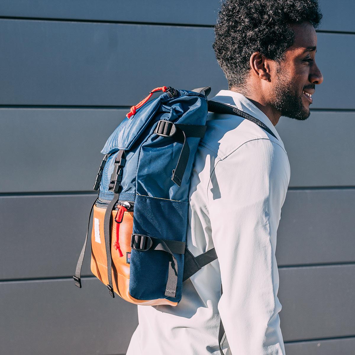 Topo Designs Rover Pack Heritage Navy/Brown Leather, ikonischer Rucksack für Männer und Damen