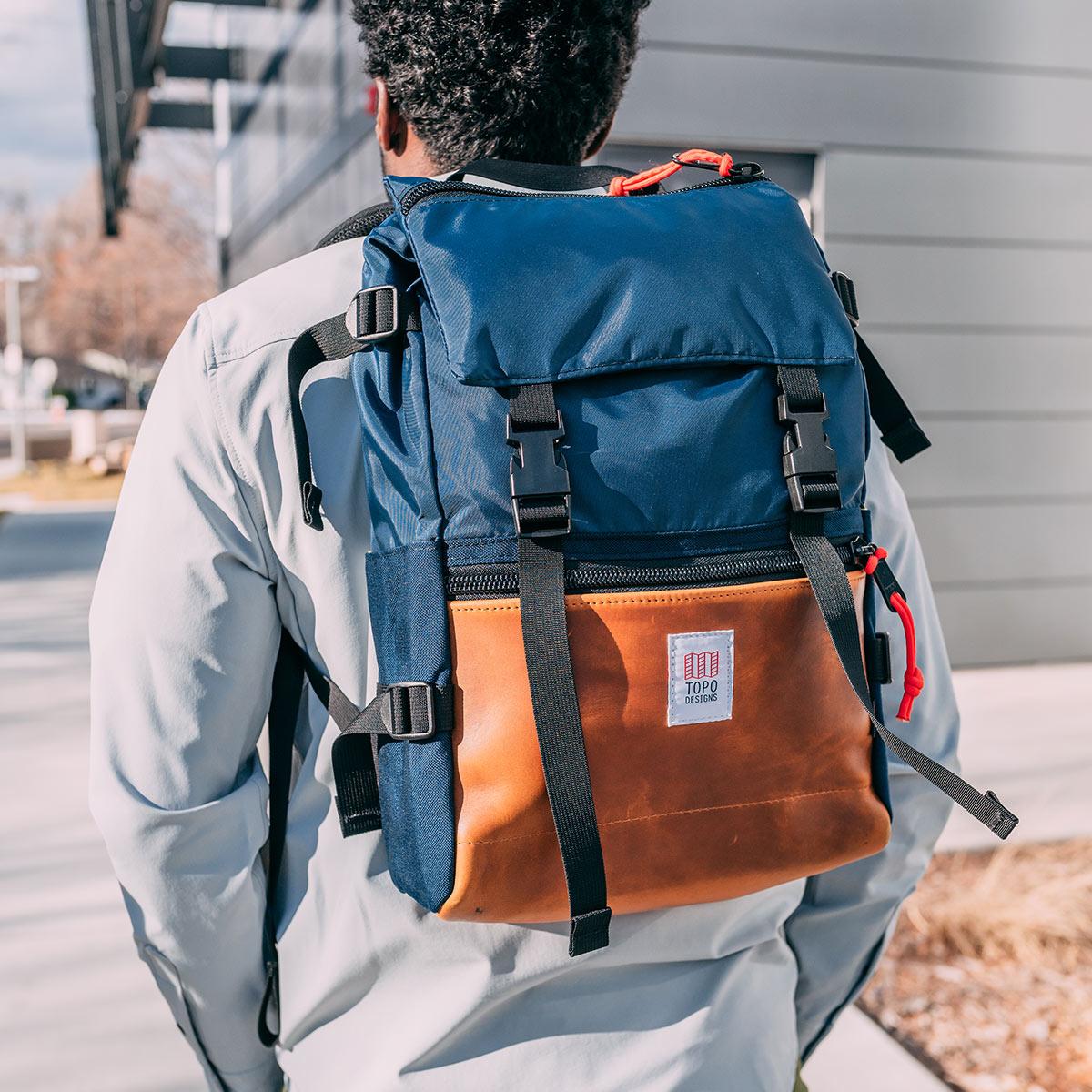 Topo Designs Rover Pack Heritage Navy/Brown Leather, der ideale Rucksack für den täglichen Gebrauch