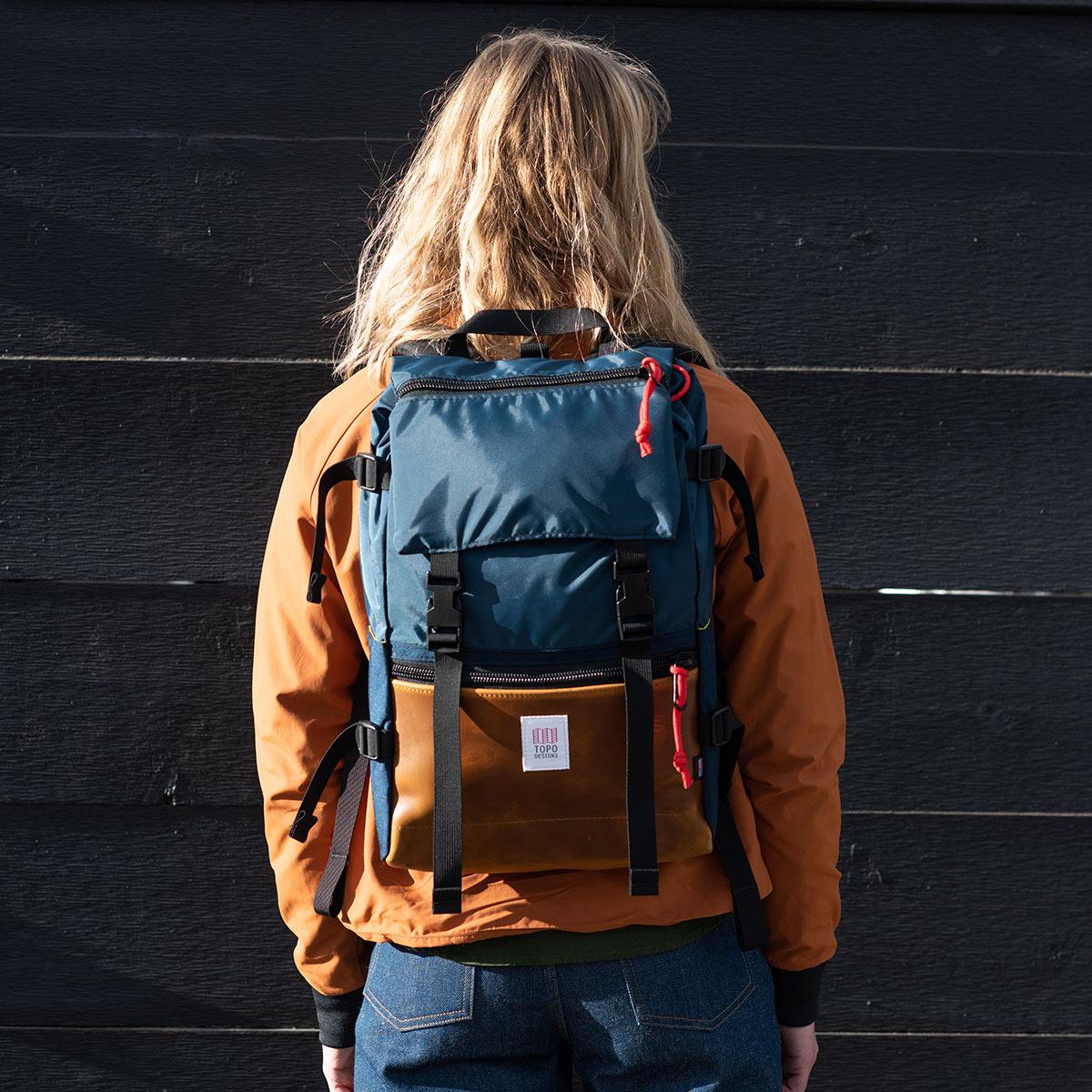 Topo Designs Rover Pack Heritage Navy/Brown Leather, Robuster, hochwertiger und wasserfester Rucksack für den täglichen Gebrauch