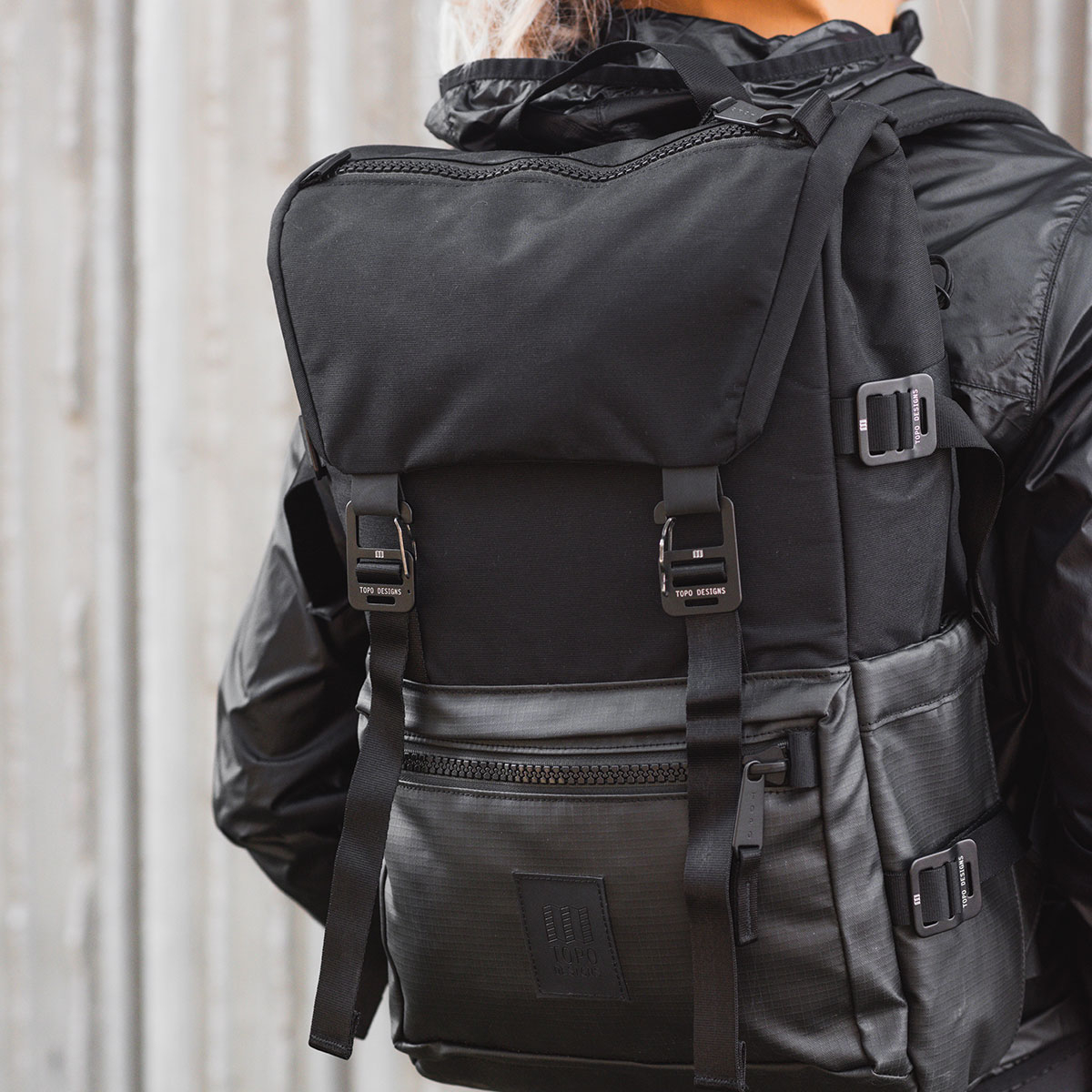 Topo Designs Rover Pack Premium Black, der ideale Rucksack für den täglichen Gebrauch