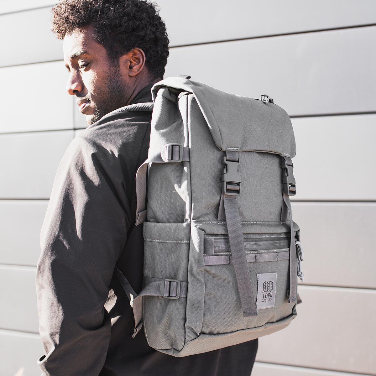Topo Designs Rover Pack Tech Charcoal, der ideale Rucksack für den täglichen Gebrauch