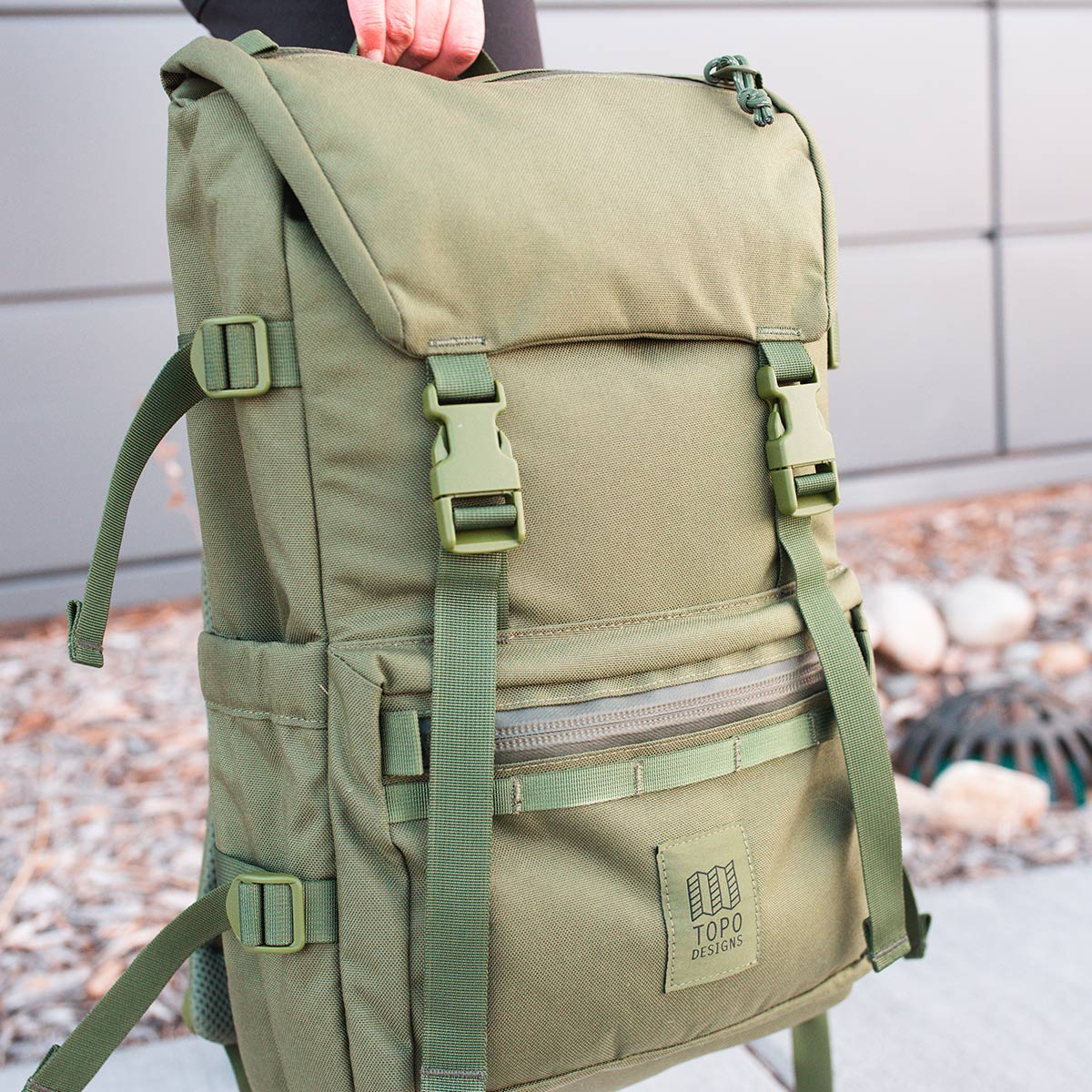 Topo Designs Rover Pack Tech Olive, zeitloses Styling und robuster Rucksack
