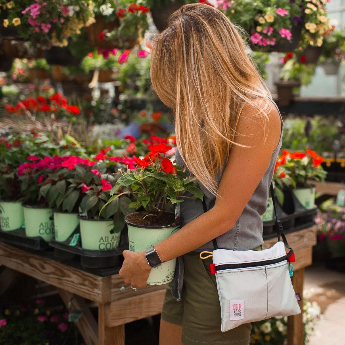 Topo Designs Accessory Shoulder Bag, kleine Crossbody-Tasche mit Außentaschen für Handy oder Schlüssel