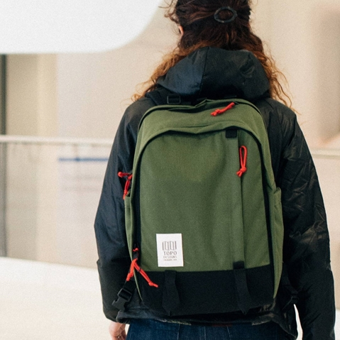 Topo Designs Core Pack Olive, lifestyle