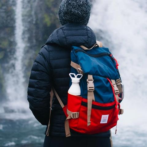 Topo Designs Rover Pack Navy/Red, der ideale Rucksack für den täglichen Gebrauch