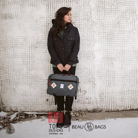 Topo Designs Mountain Briefcase Charcoal, vor der Arbeit, in der Stadt oder auf einer Weltreise